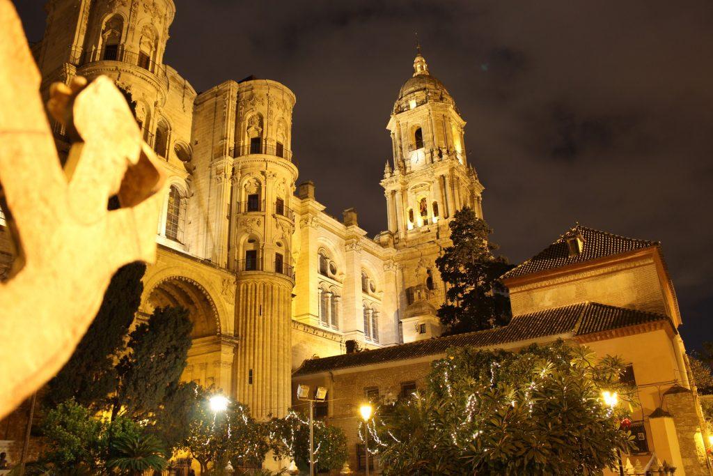 La Cattedrale di Malaga di notte